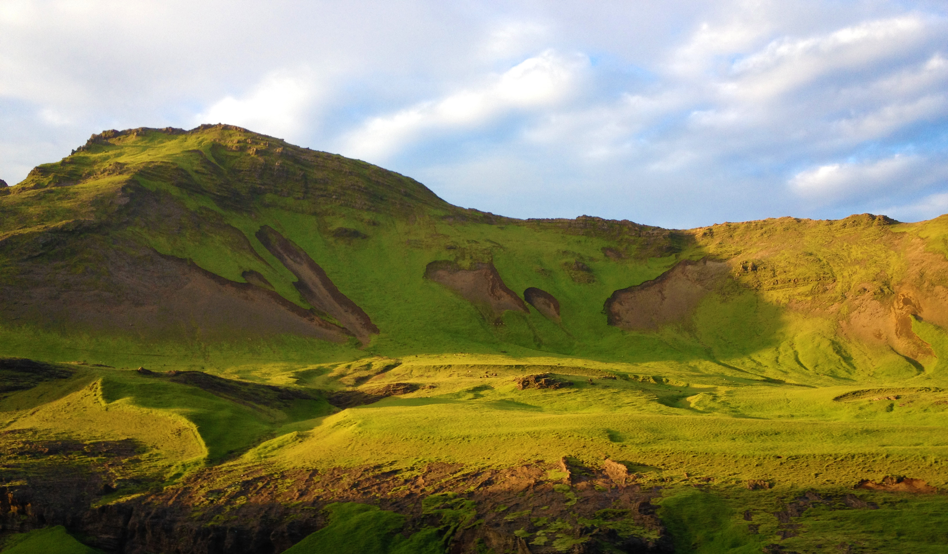 green iceland mountains